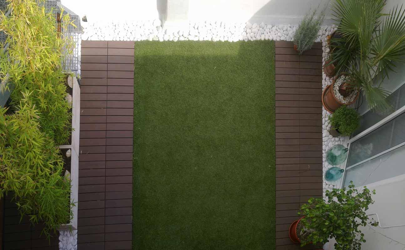 Exteriorismo. terraza en edificio de viviendas