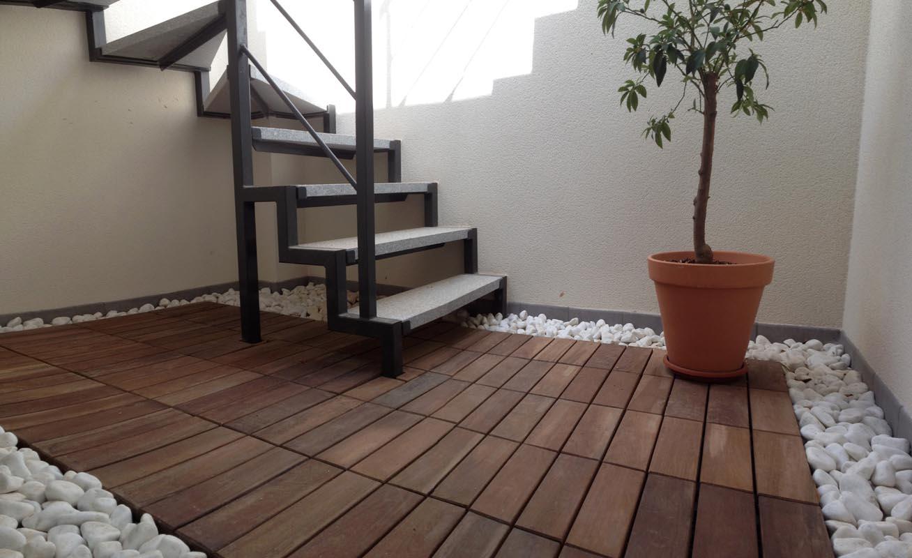 Exteriorismo. Hueco de escalera de vivienda unifamiliar